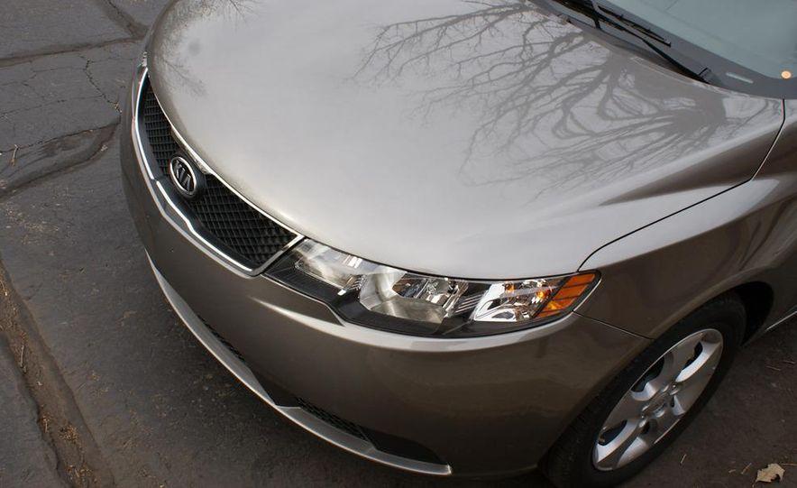 2011 Kia Forte 5-door - Slide 22