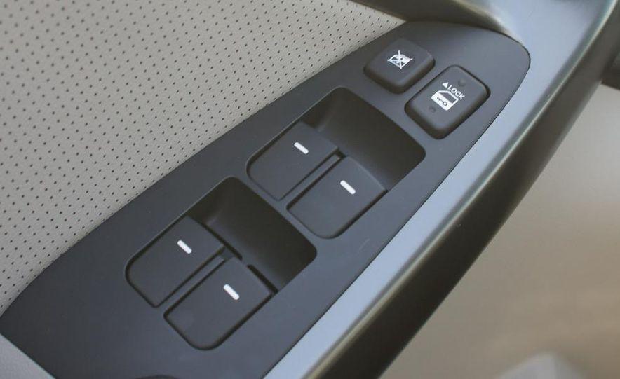 2011 Kia Forte 5-door - Slide 36