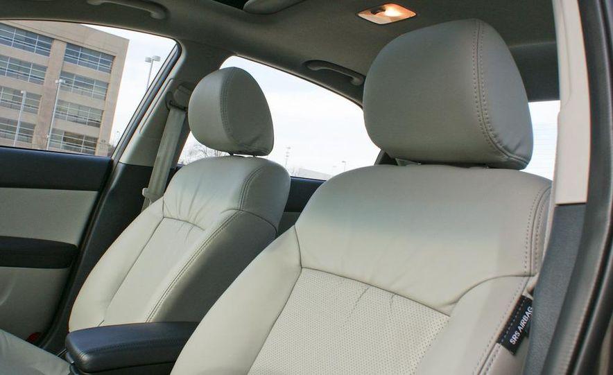 2011 Kia Forte 5-door - Slide 30
