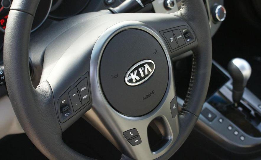 2011 Kia Forte 5-door - Slide 32