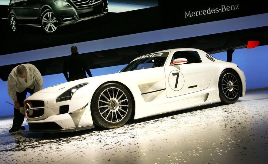 Mercedes-Benz SLS AMG GT3 - Slide 1
