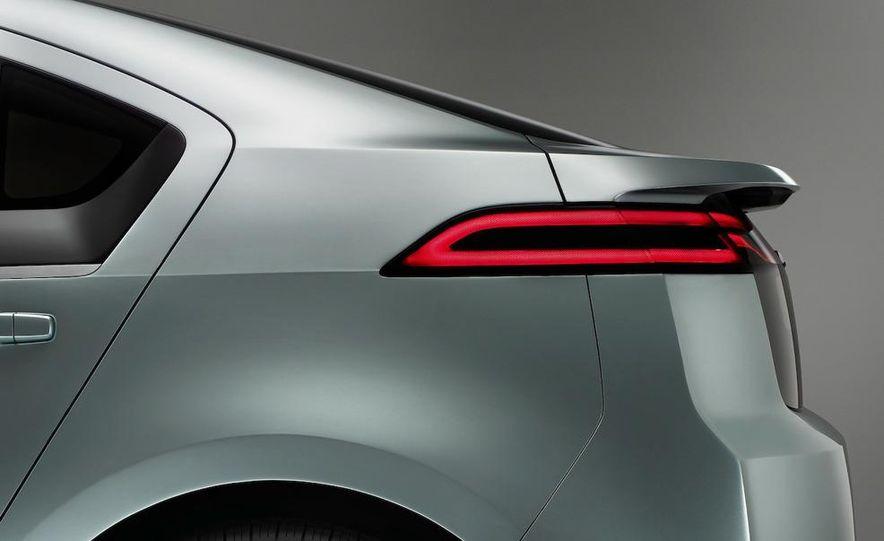 Chevrolet Volt MPV5 electric concept - Slide 52