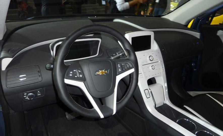 Chevrolet Volt MPV5 electric concept - Slide 10