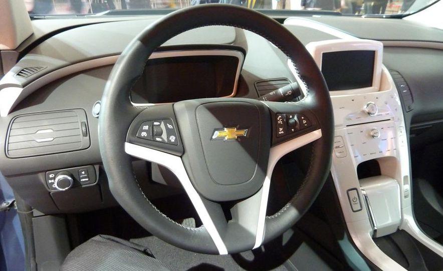 Chevrolet Volt MPV5 electric concept - Slide 11