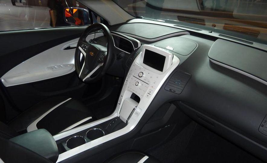 Chevrolet Volt MPV5 electric concept - Slide 13