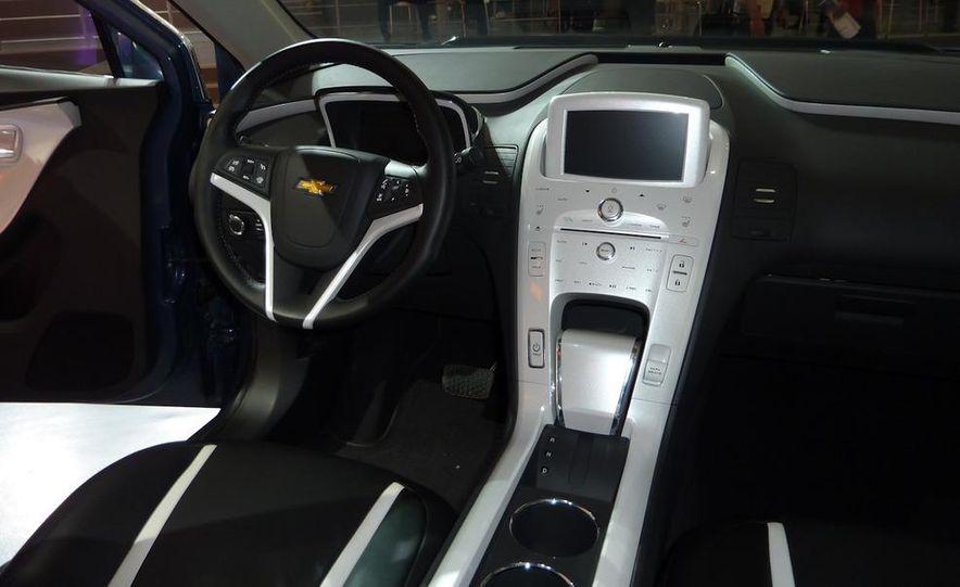 Chevrolet Volt MPV5 electric concept - Slide 14