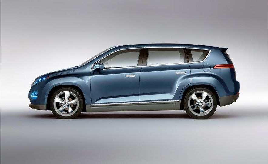 Chevrolet Volt MPV5 electric concept - Slide 17