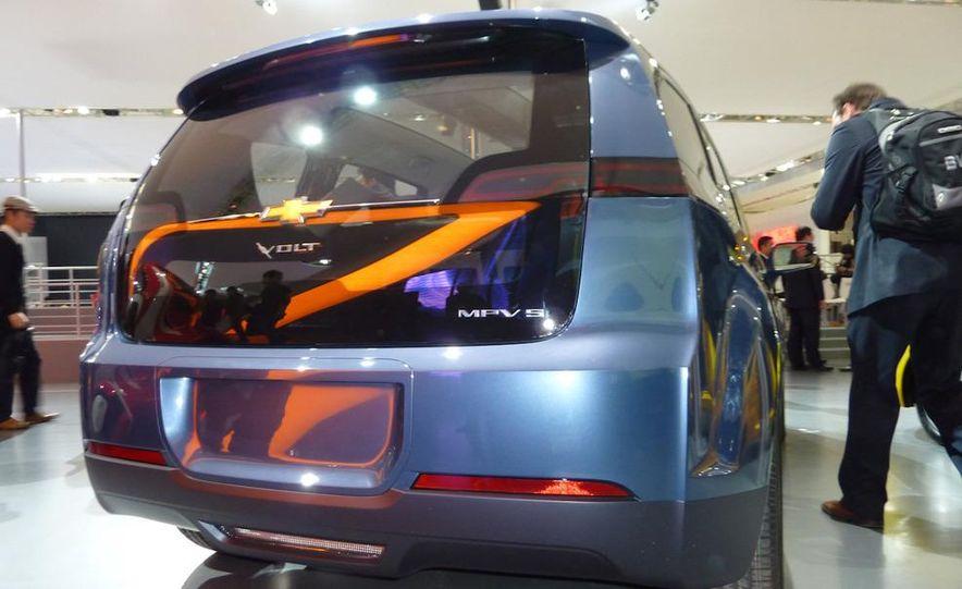 Chevrolet Volt MPV5 electric concept - Slide 8