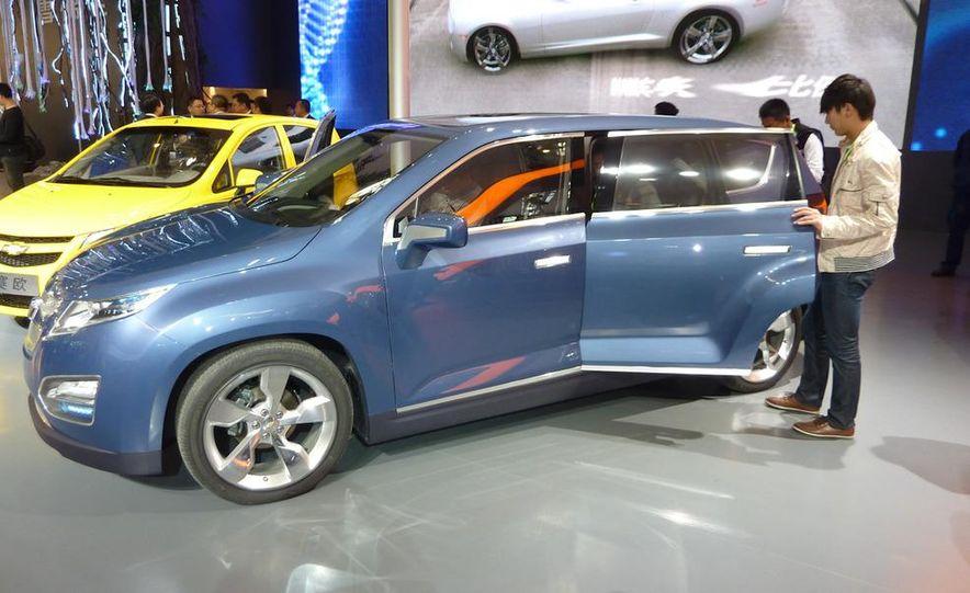 Chevrolet Volt MPV5 electric concept - Slide 2