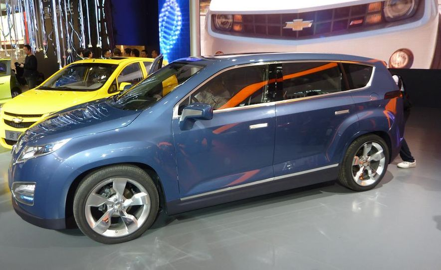 Chevrolet Volt MPV5 electric concept - Slide 3