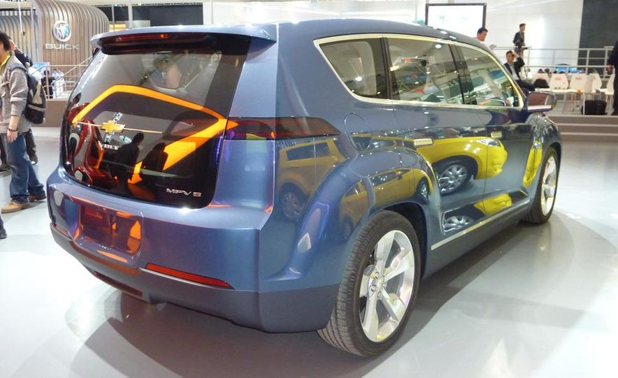 Chevrolet Volt MPV5 electric concept - Slide 6