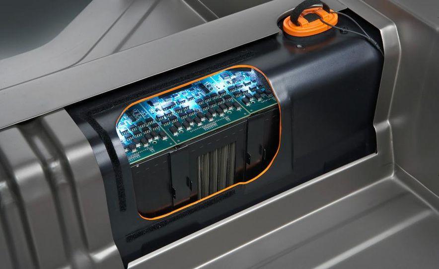 Chevrolet Volt MPV5 electric concept - Slide 20
