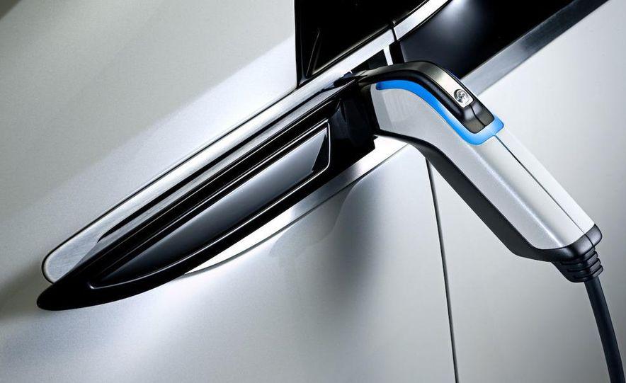 Chevrolet Volt MPV5 electric concept - Slide 66