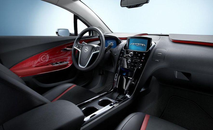 Chevrolet Volt MPV5 electric concept - Slide 69