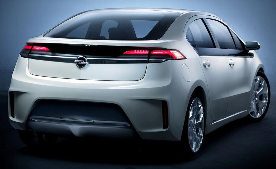 Chevrolet Volt MPV5 electric concept - Slide 64