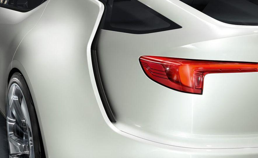 Chevrolet Volt MPV5 electric concept - Slide 81