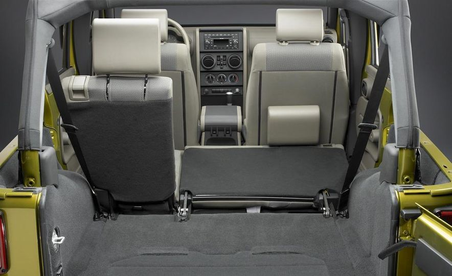 2010 Jeep Wrangler Rubicon - Slide 23