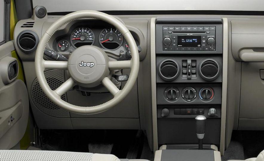 2010 Jeep Wrangler Rubicon - Slide 24
