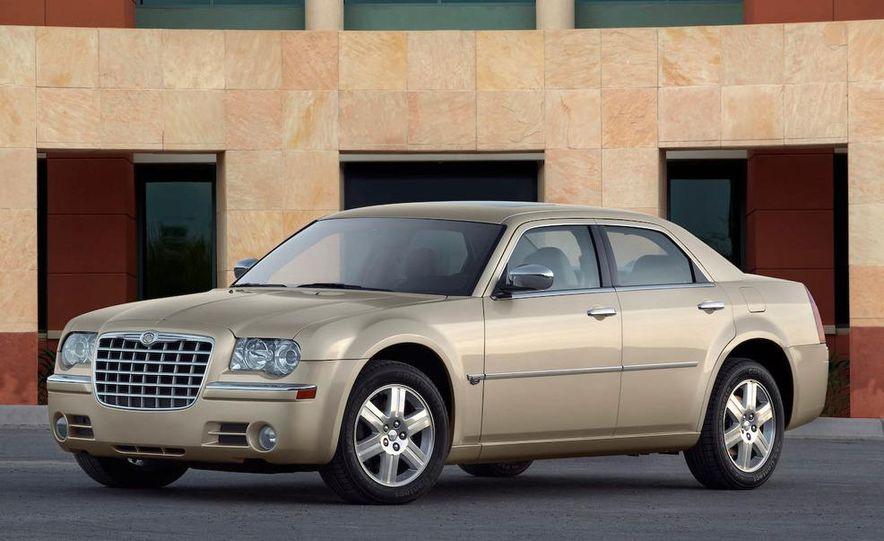 2010 Chrysler 300C - Slide 17