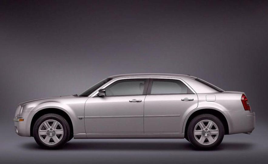 2010 Chrysler 300C - Slide 18