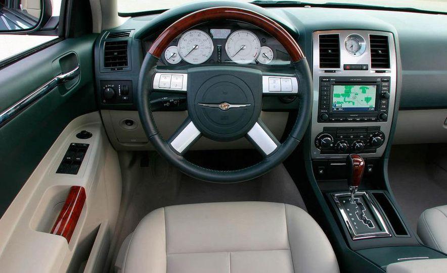 2010 Chrysler 300C - Slide 23