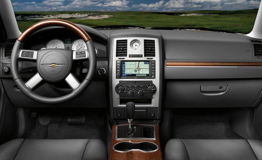 2010 Chrysler 300C - Slide 22