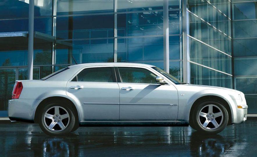 2010 Chrysler 300C - Slide 20