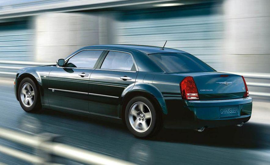 2010 Chrysler 300C - Slide 19