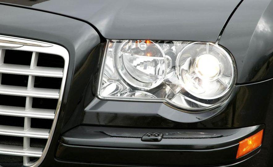 2010 Chrysler 300C - Slide 35