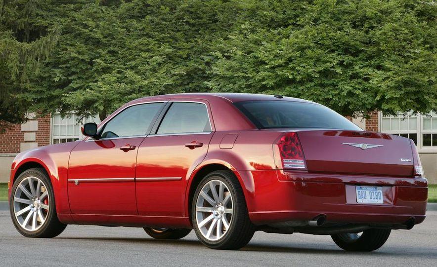 2010 Chrysler 300C - Slide 5