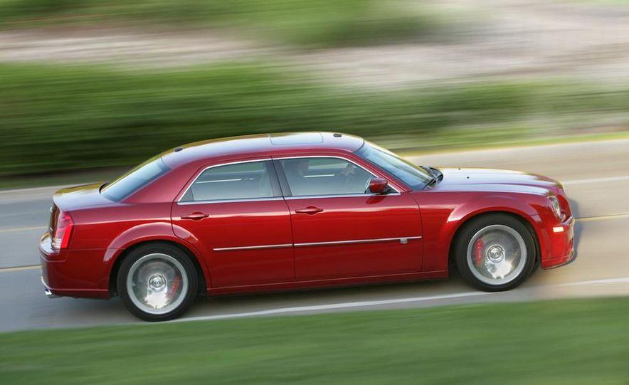2010 Chrysler 300C - Slide 3