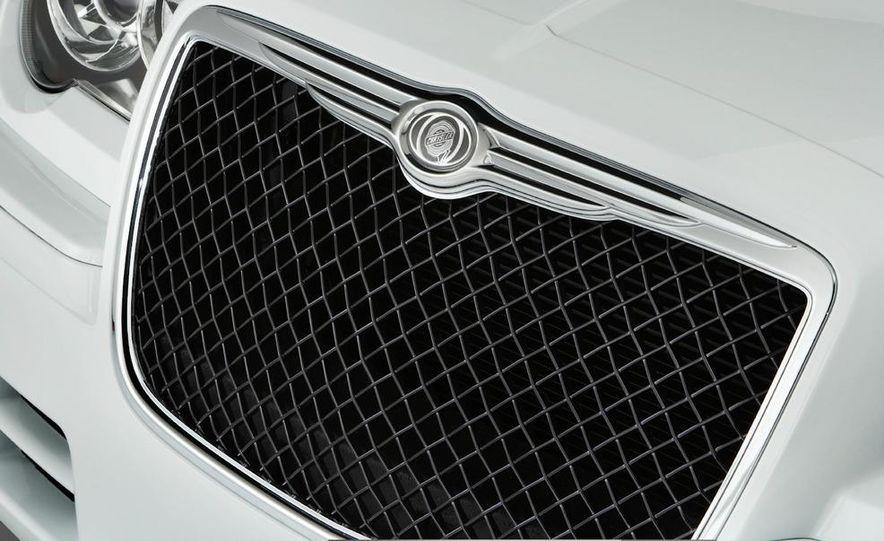 2010 Chrysler 300C - Slide 8