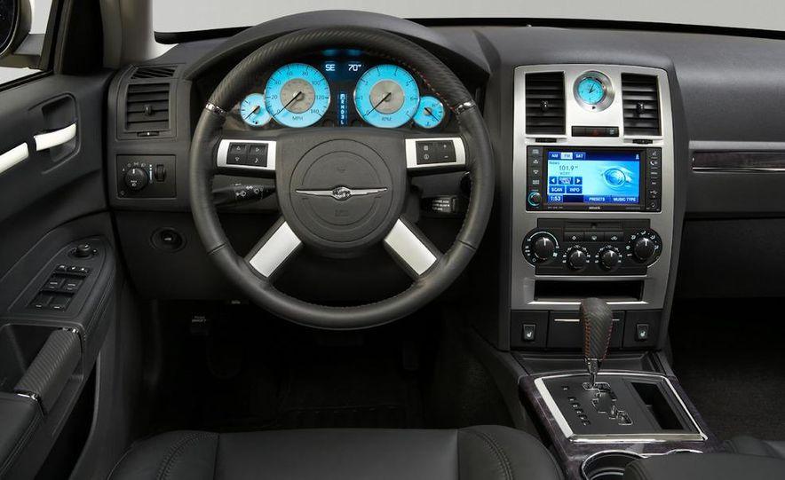 2010 Chrysler 300C - Slide 15