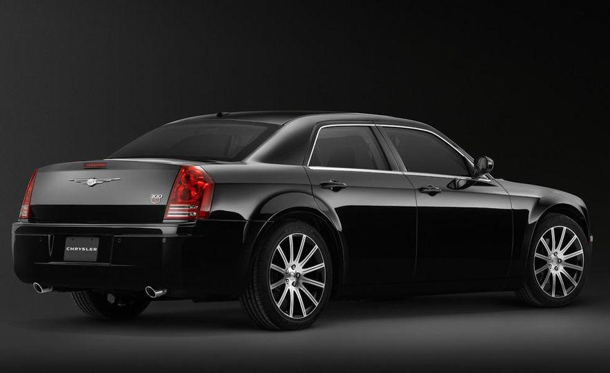 2010 Chrysler 300C - Slide 10