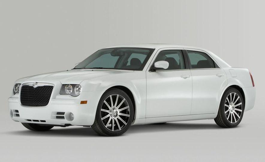 2010 Chrysler 300C - Slide 6