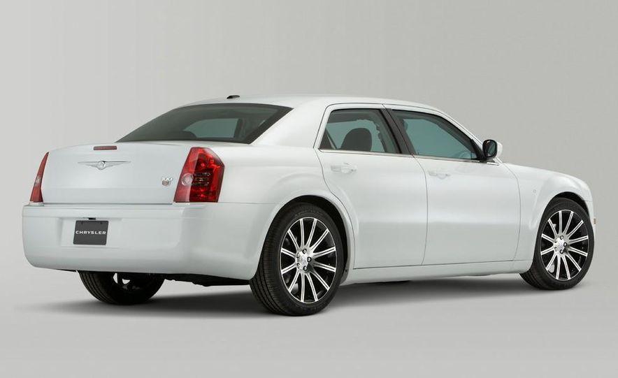 2010 Chrysler 300C - Slide 7