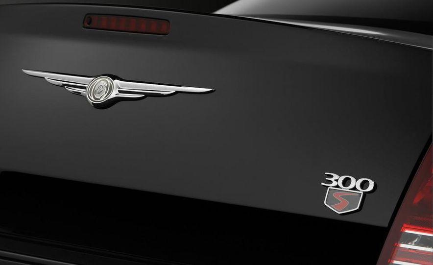 2010 Chrysler 300C - Slide 12