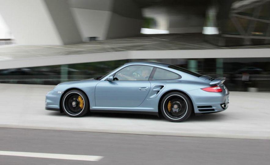 2011 Porsche 911 Turbo S - Slide 30