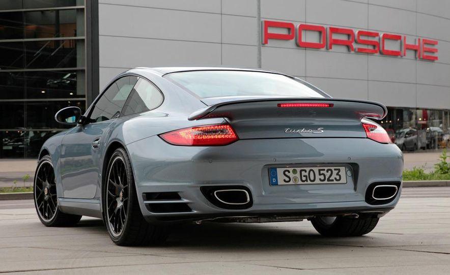 2011 Porsche 911 Turbo S - Slide 32