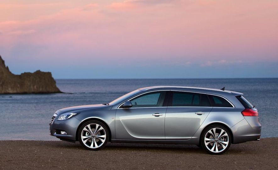 2012 Buick Regal wagon - Slide 22
