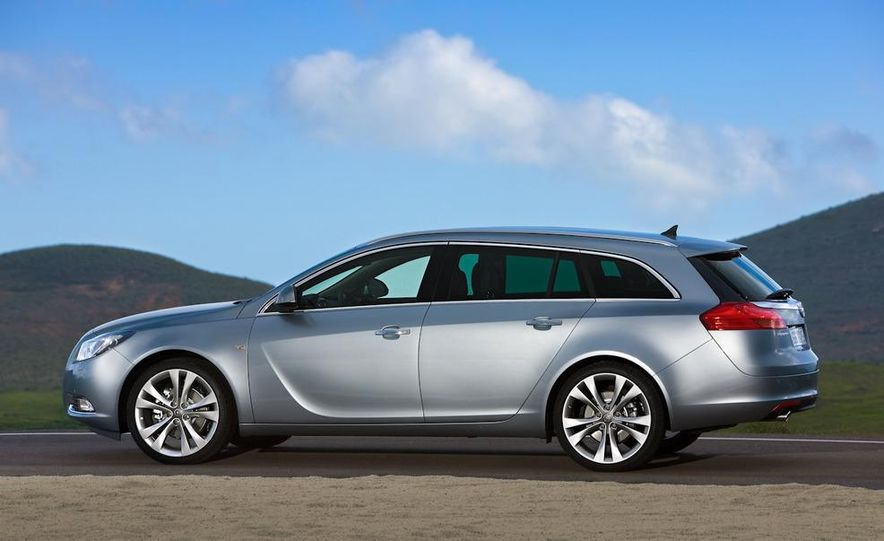 2012 Buick Regal wagon - Slide 23
