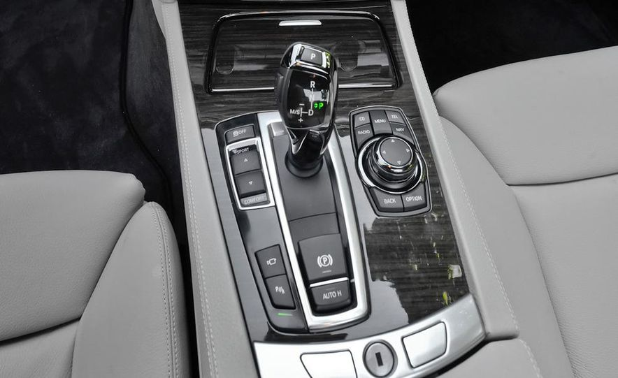 2011 BMW 740i with M Sport Package - Slide 25