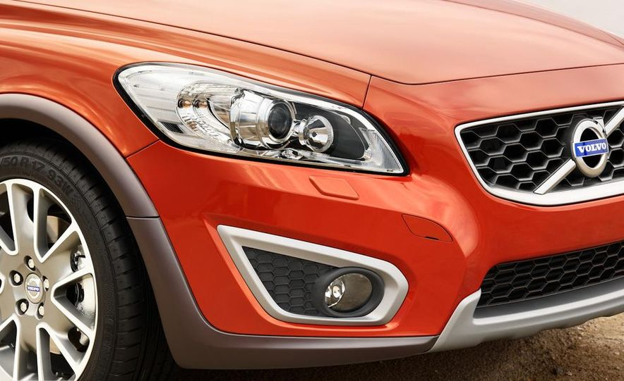 2011 Volvo C30 R-Design - Slide 16