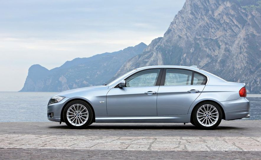 2011 BMW 335i sedan - Slide 8