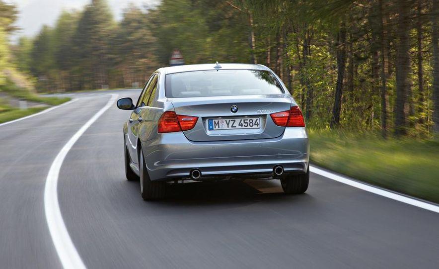 2011 BMW 335i sedan - Slide 12