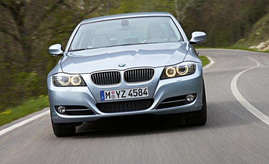 2011 BMW 335i sedan - Slide 14