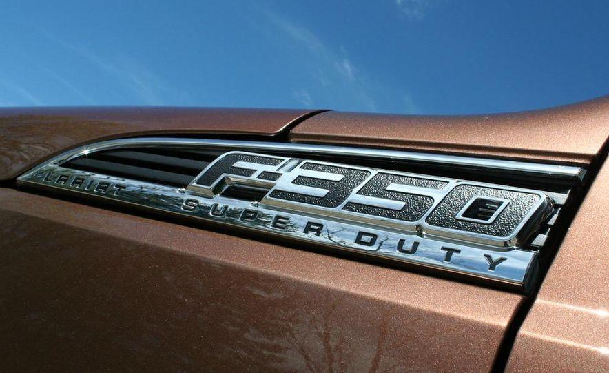 2011 Ford F-350 Super Duty Lariat - Slide 21