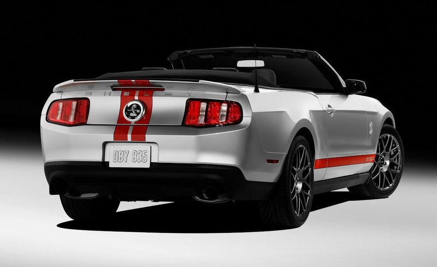 2011 Ford Mustang Shelby GT500 coupe - Slide 35