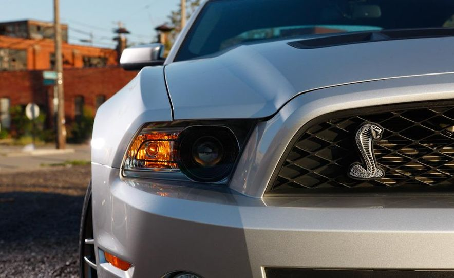 2011 Ford Mustang Shelby GT500 coupe - Slide 11
