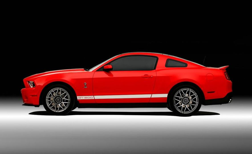 2011 Ford Mustang Shelby GT500 coupe - Slide 22